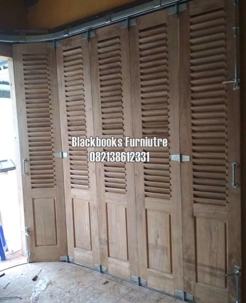 Pintu Krepyak Untuk Garasi Rumah Dengan Menggunakan Rel Wina