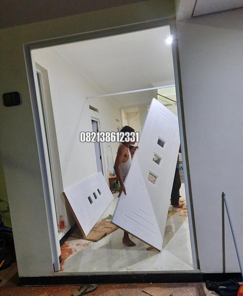 Pintu Utama Minimalis Model Kupu Tarung Jumbo Kayu Jepara Proses Pemasangan Malang